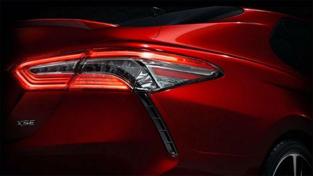 Повернулся задом: Toyota впервые показала седан Camry нового поколения