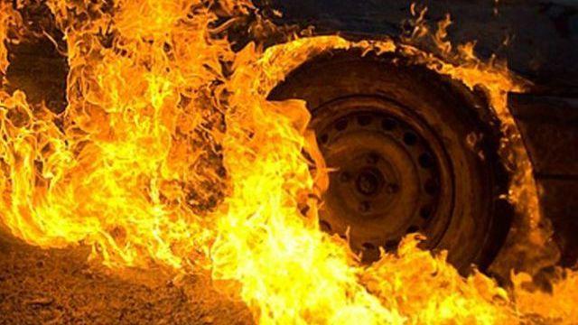 В Костромской области во время движения загорелся автомобиль